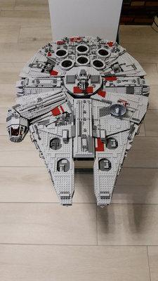 Review LEPIN 05033 - Millennium Falcon - UCS [by Tobias Nagel]